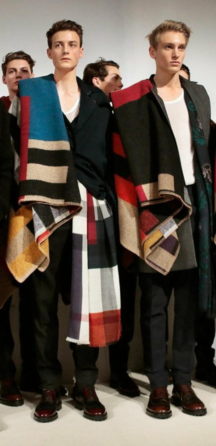 Männer-angekleidet-komplett-in-Burberry