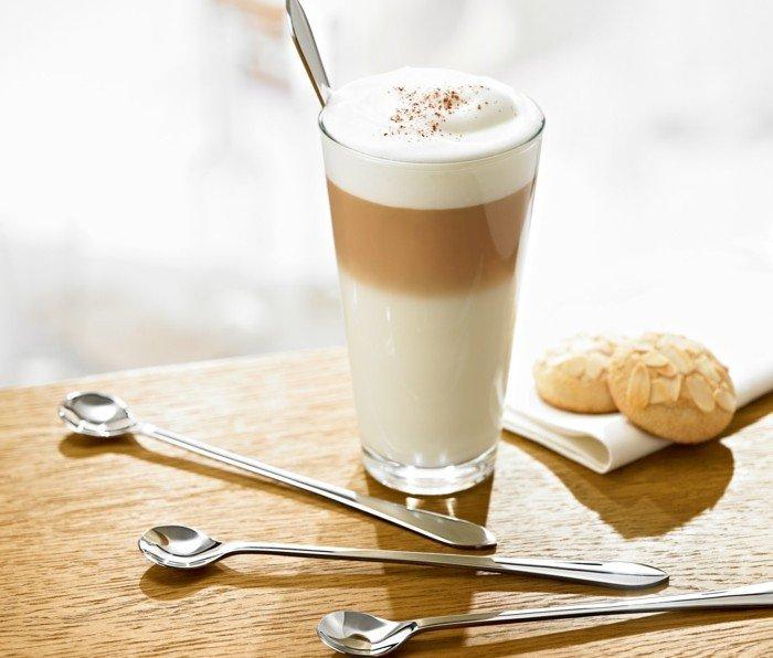 Latte-Macchiato-mit-Cookies-in-fantastischer-Kombination
