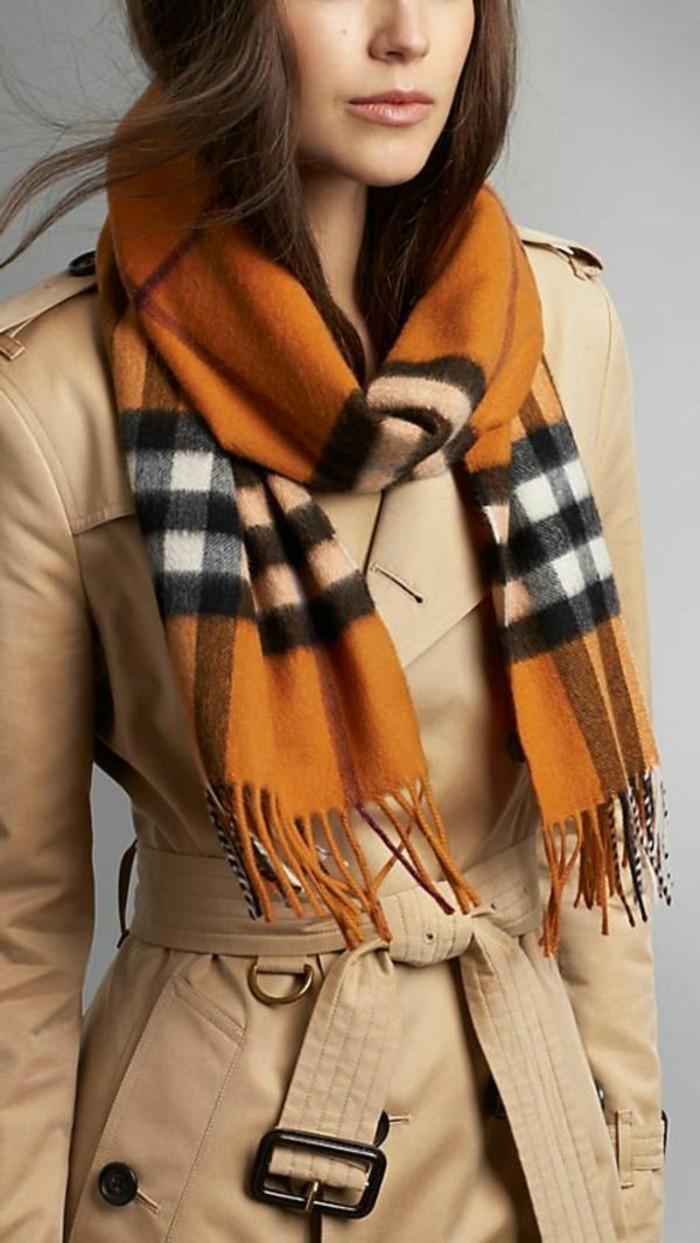 Mantel-kombiniert-mit-warmem-Schal