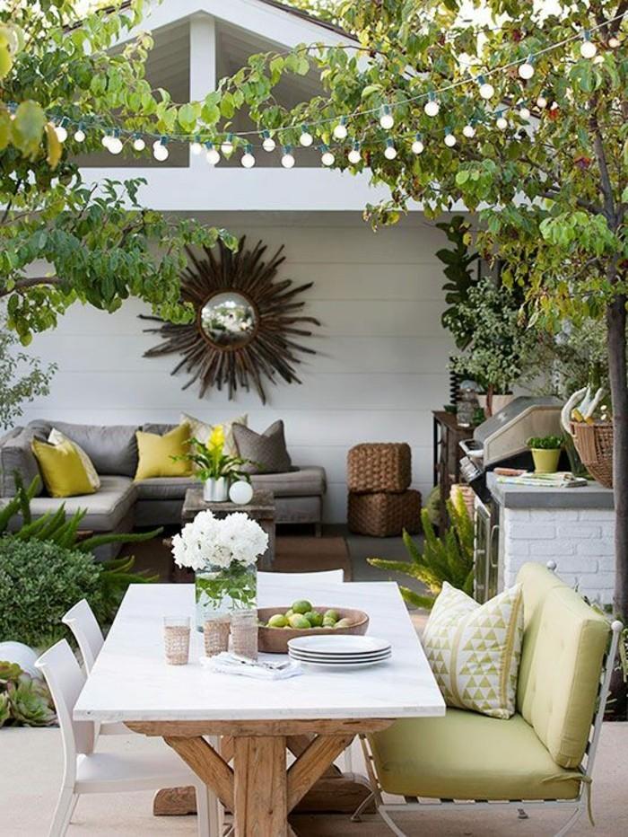 Mein-schöner-garten-hinterhof-mit-essgruppe-und-lounge-möbel