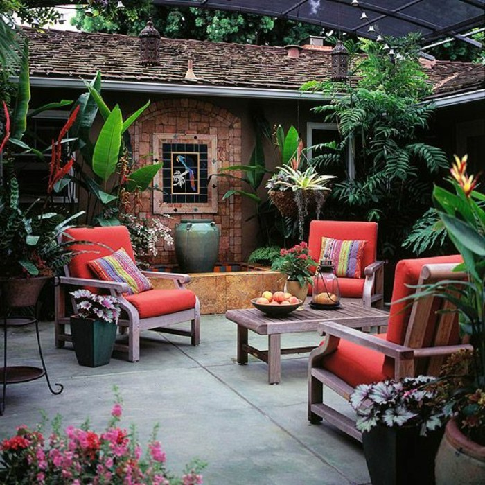 Mein-schöner-garten-landhaus-mit-lounge-möbel
