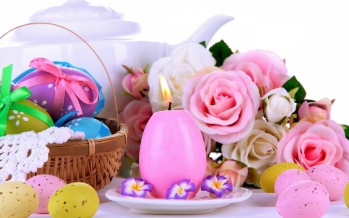Ostern-Hintergrundbild-mit-eiförmiger-rosa-Kerze