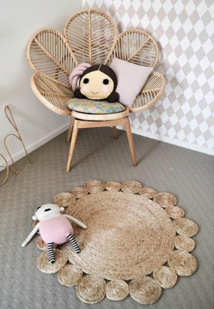 Rattanstuhl-mit-Blumenform-fürs-Kinderzimmer