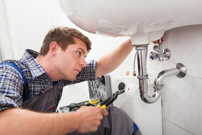Rohrreinigung-in-Duisburg-professionelle-abflussreinigung-waschbecken-badezimmer