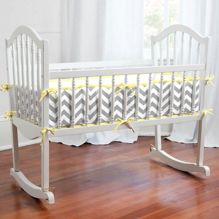 Schaukel-Kinderbett-in-Weiß-mit-elegantem-Design