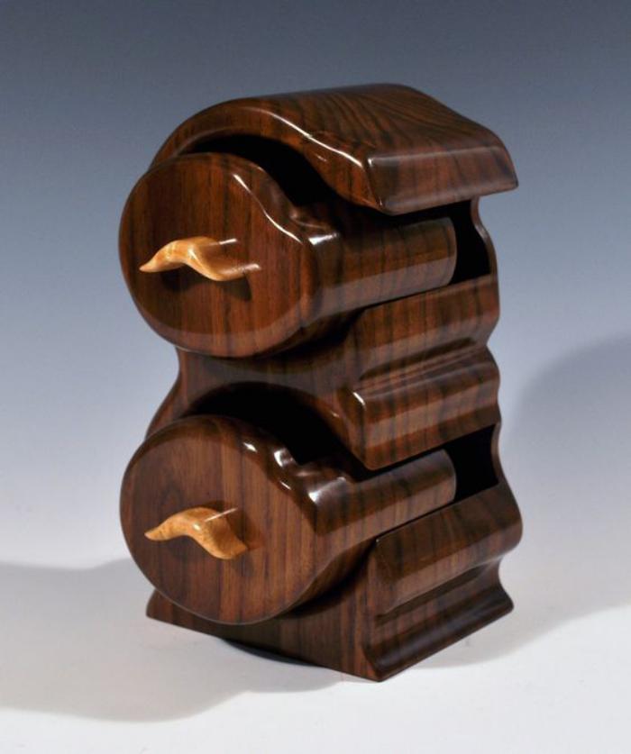 Schmuckkasten-mit-Schubladen-aus-zwei-Holzarten