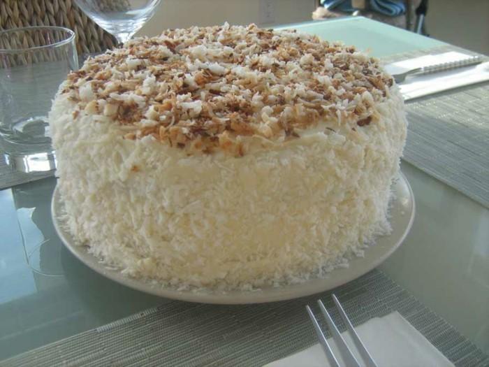 Schnelle-torte-mit-Kokosraspeln-und-Walnüssen