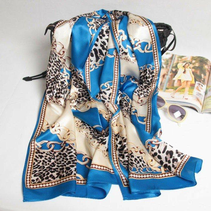 Seidenschals-für-einen-eleganten-Outfit