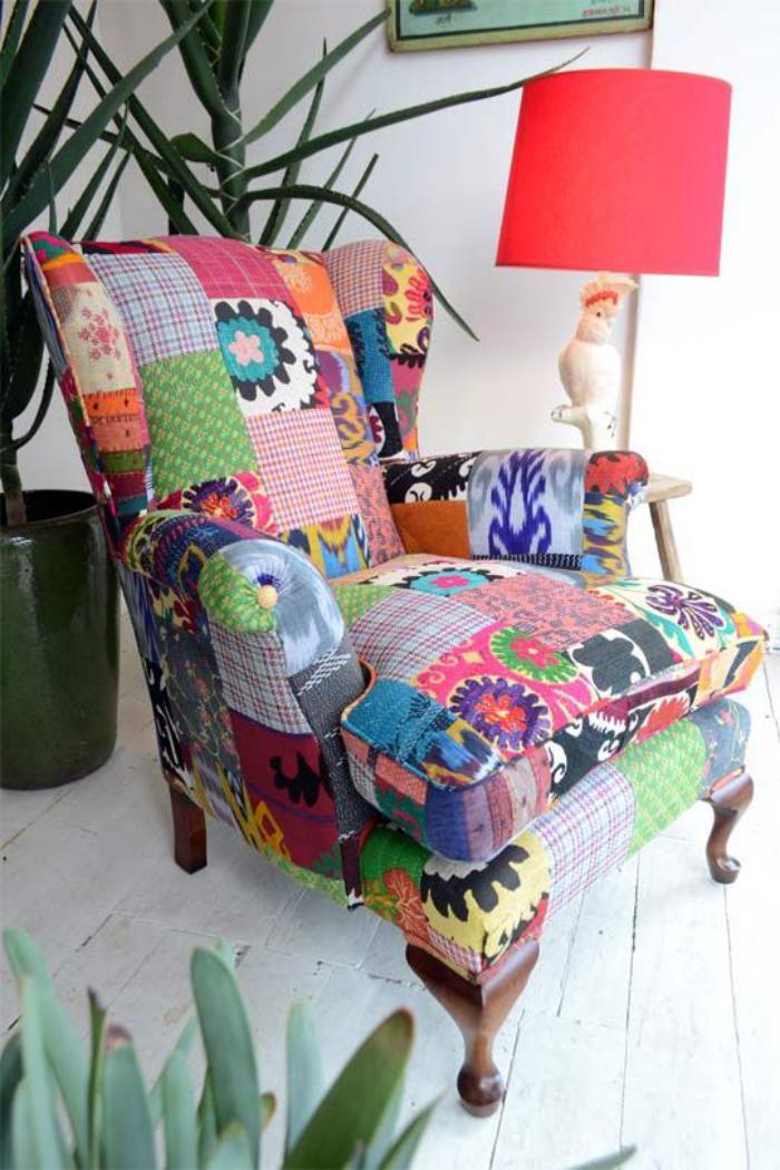 Sessel-mit-lustigem-Muster-fürs-Wohnzimmer