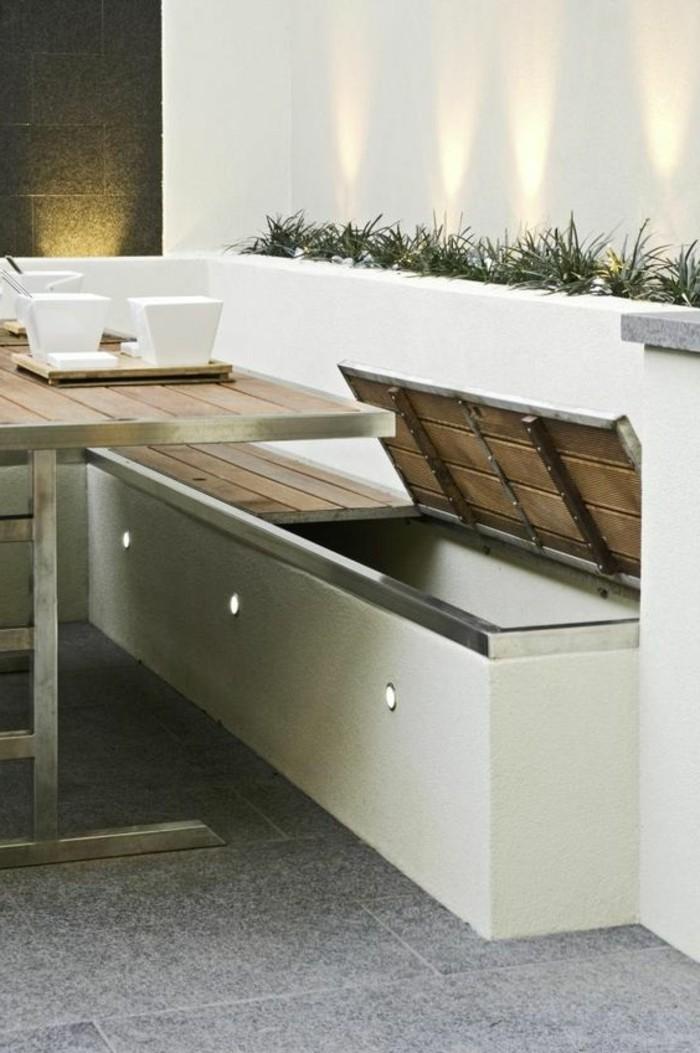 Sitzbank-mit-Stauraum-für-die-Terrasse