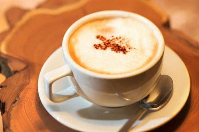 Starbucks-Kaffee-lecker-warm-bestreut-mit-Zimt