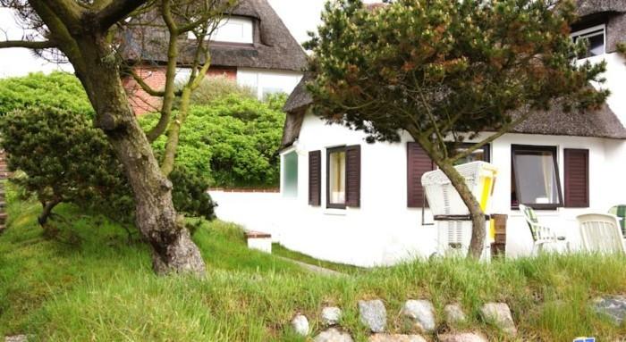 Sylt-Ferienwohnung-mit-Fenster-aus-Holz