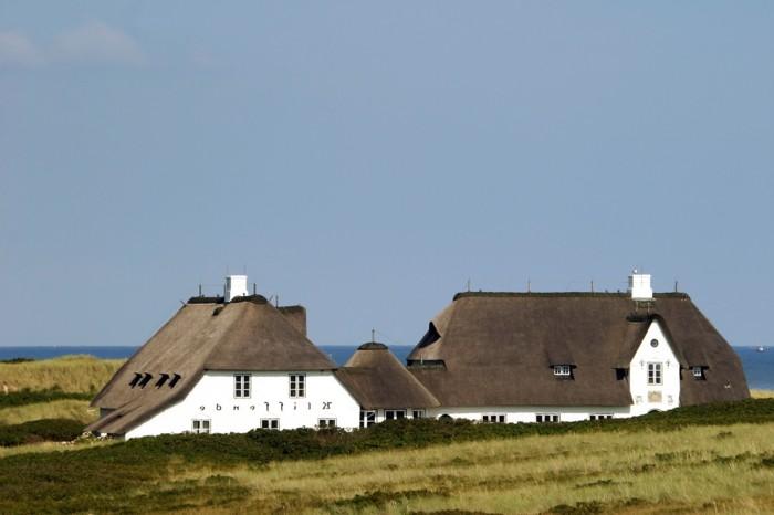 Sylt-Urlaub-zwei-Häuse-mit-Reetdächern