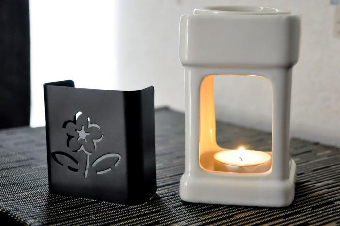 Teelichthalter-aus-Porzellan-mit-elegantem-Design