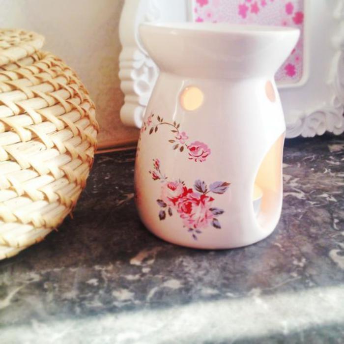 Teelichthalter-mit-schönem-floralen-Muster