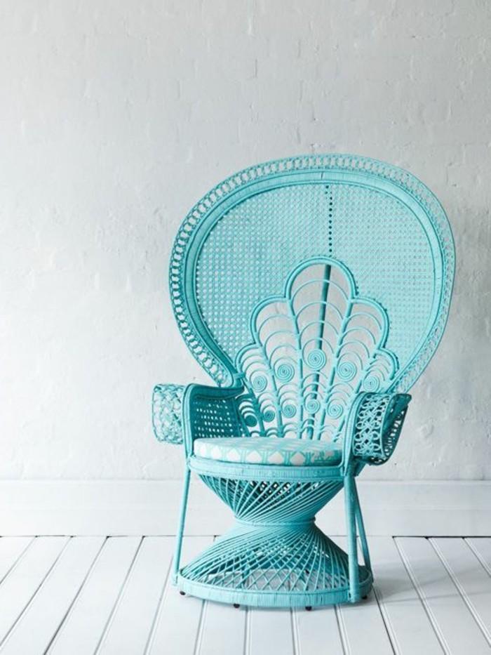 Thron-Sessel-aus-Rattan-in-blauer-Farbe