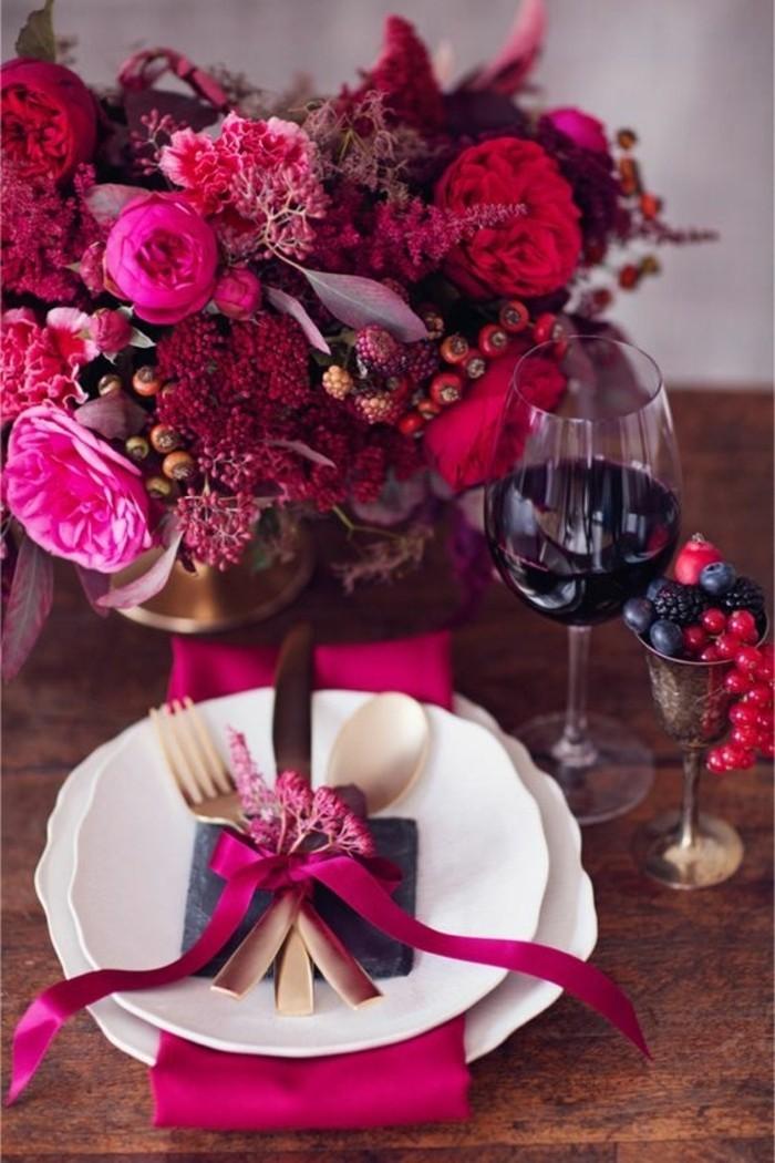 Tischdekoration-Ideen-in-fantastischen-rot-rosa-Nuancen