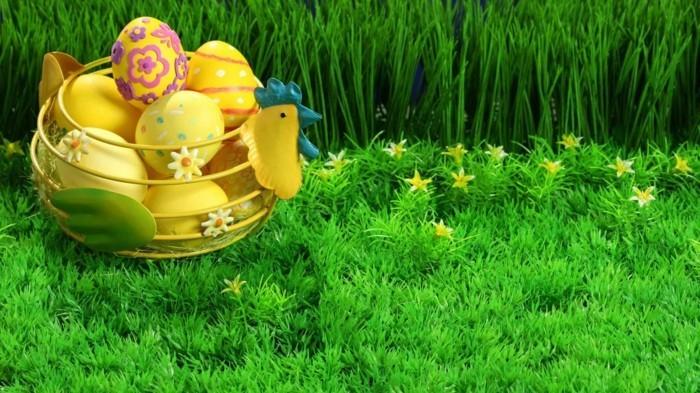 Wallpaper-Ostern-Hühnchenkorb-voll-mit-gelben-Eiern