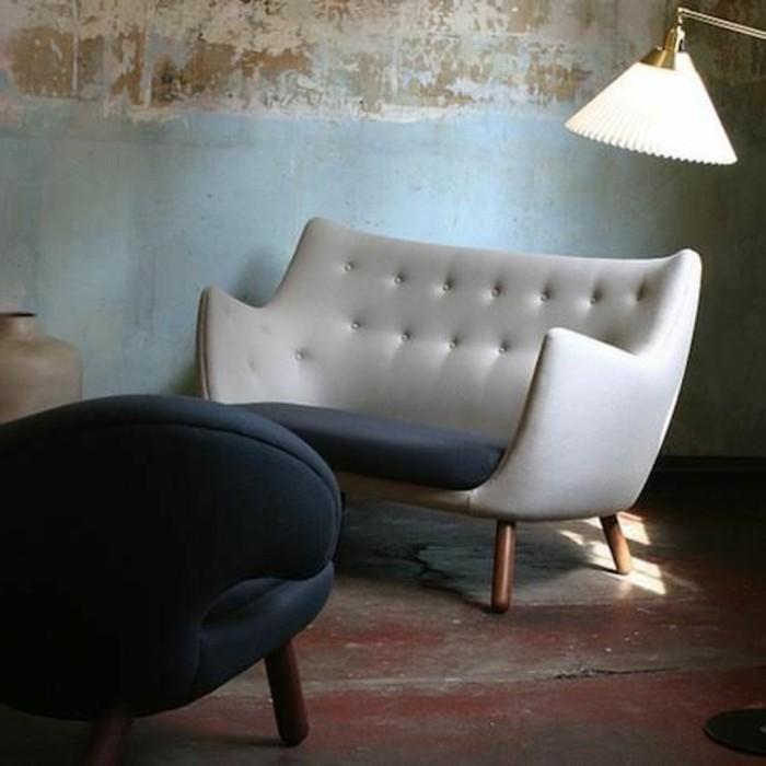 Weiße-Couch-mit-gerundeten-Lehnen