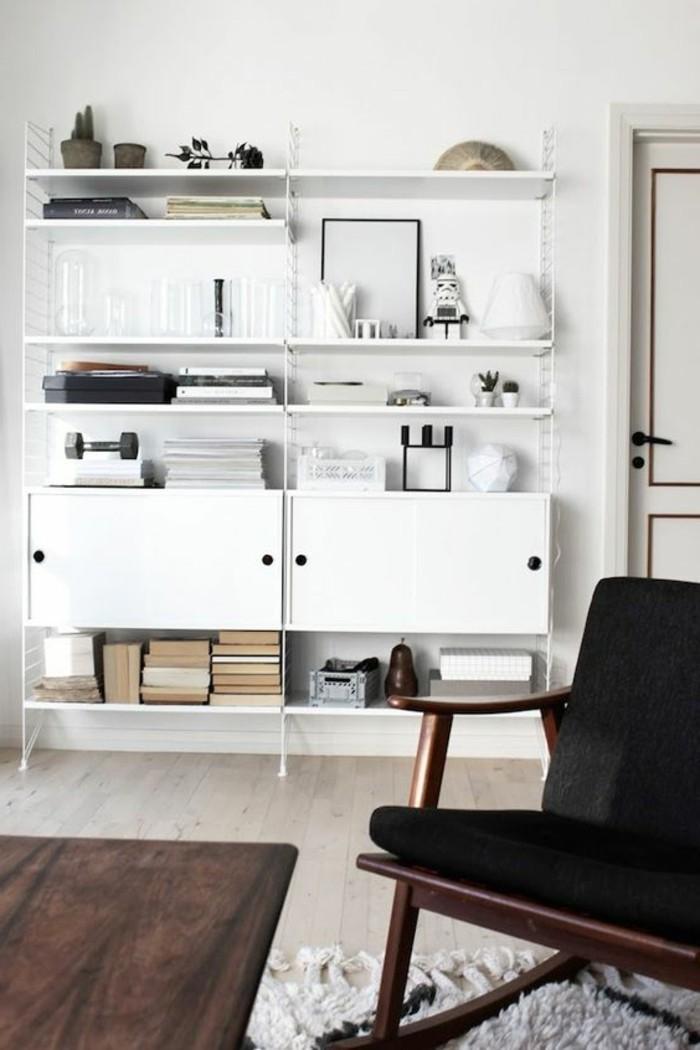 Weißes-offenes-Regal-zum-Wohnzimmer
