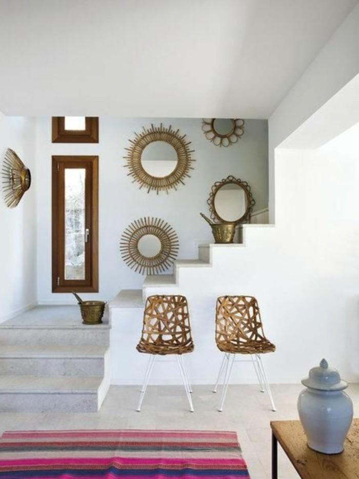 Wohnung-in-Mallorca-weiße-Wände-vintage-Akzente-coole-Rattanstühle