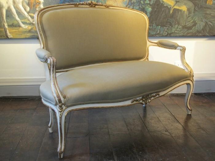 Zweisitzer-Sofa-wie-aus-XIX-Jahrhundert