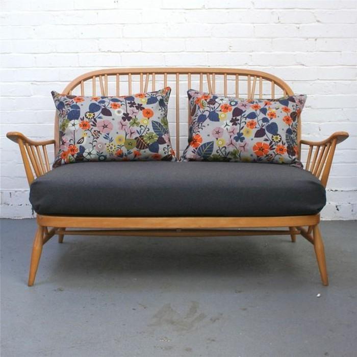 fantastisches-Zweisitzer-Sofa-zum-Garten