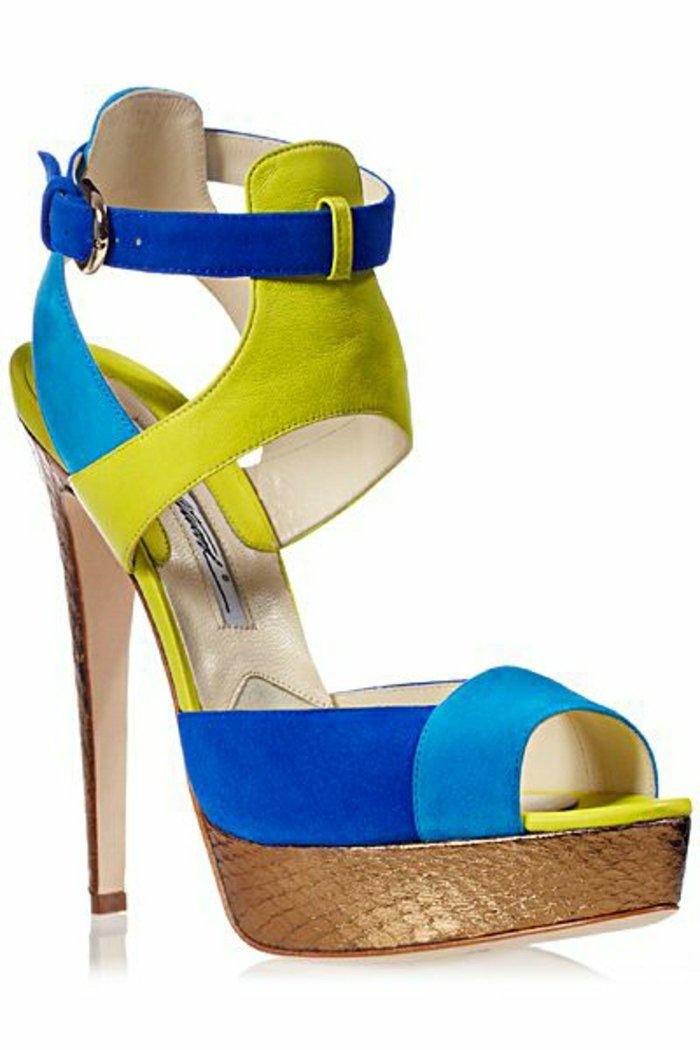 angesagtes-Modell-Damen-Sandalen-in-frischen-grellen-Farben