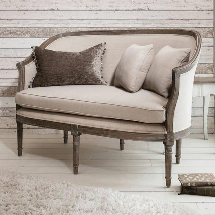 aristokratische-beige-Zweisitzer-Couch
