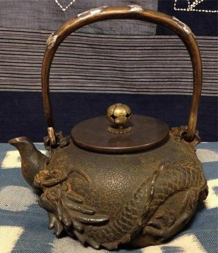 asiatische-teekanne-mit-drachen-graviert