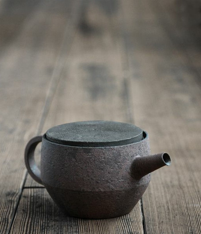 asiatische-teekanne-mit-flachem-Deckelchen