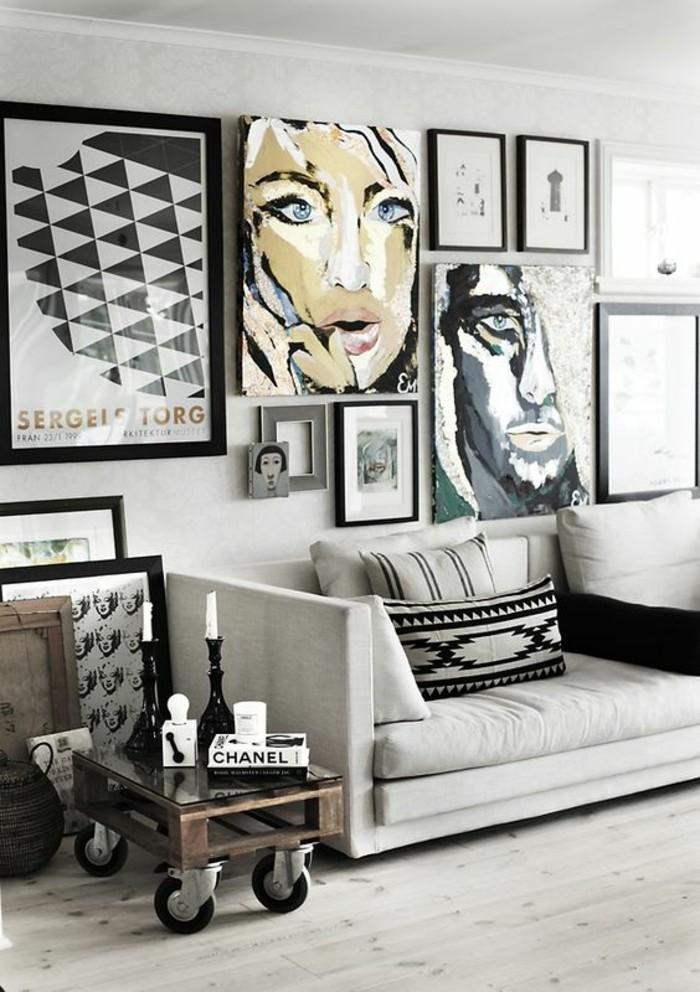 attraktive-wohnzimmer-wände-gestalten-viele-bilder-über-dem-grauen-sofa
