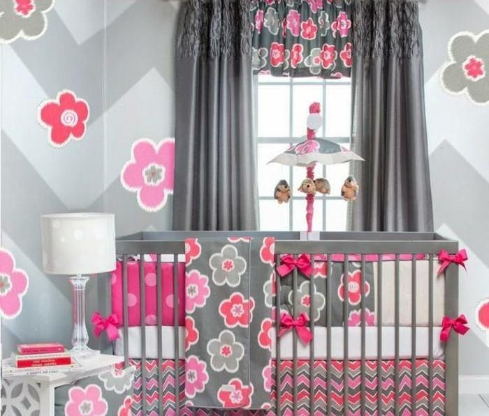 babyzimmer-modell-in-grau-und-pink-baby-bettchen