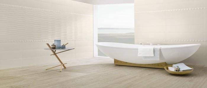 bad-bodenfliesen-in-holzoptik-minimalistische-weiße-badewanne