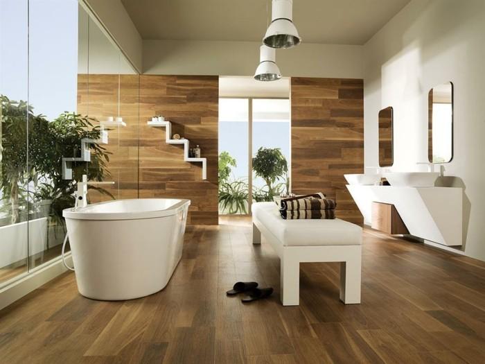 badezimmer-bodenfliesen-holzoptik-freistehende-badewanne-glaswände