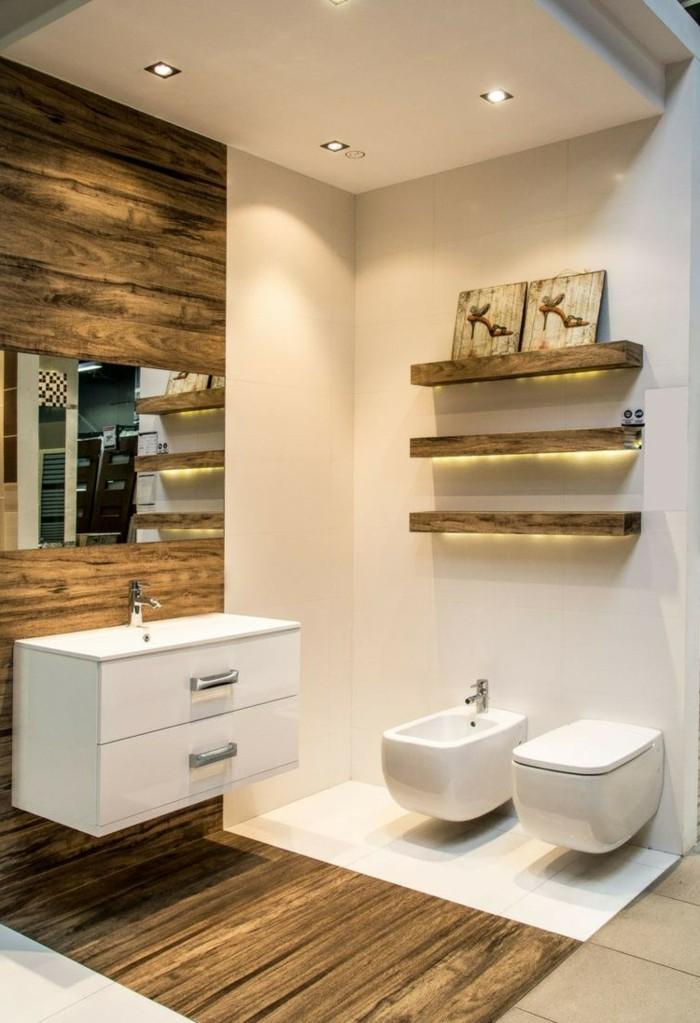 badezimmer-bodenfliesen-holzoptik-hölzerne-regale-mit-led-beleuchtung-weißer-badschrank