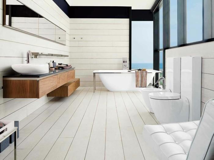 badezimmer-bodenfliesen-holzoptik-weiße-farbe-glaswände