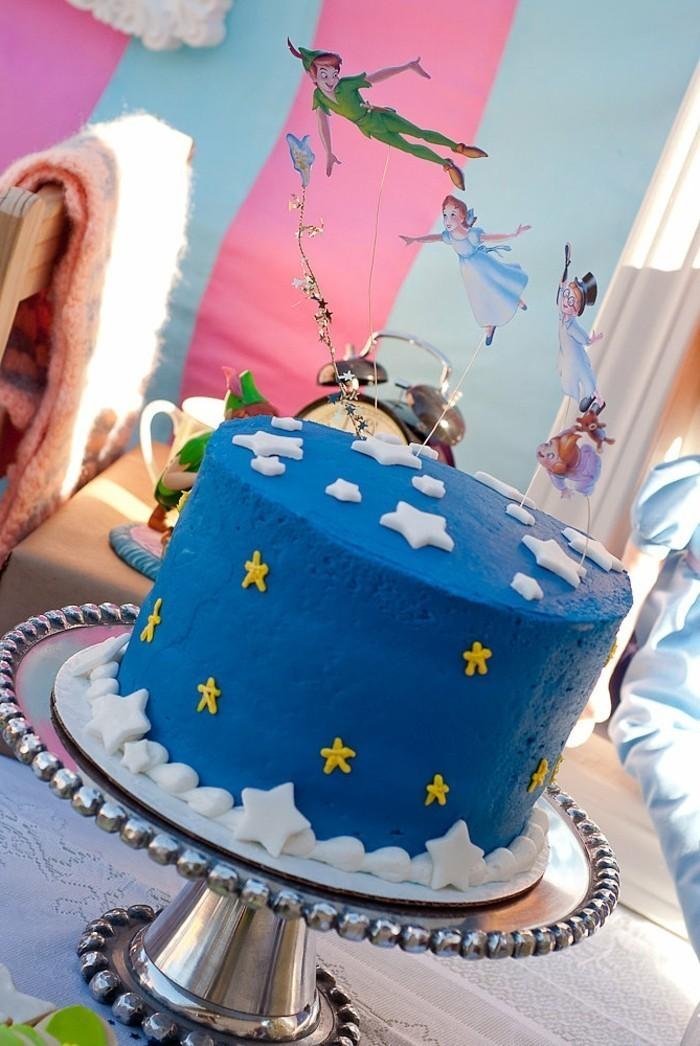 blauer-Kuchen-für-Kindergeburtstag-mit-Peter-Pan-Motiven