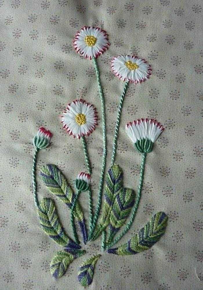blumen-sticken-mit-weißen-und-roten-Blühten