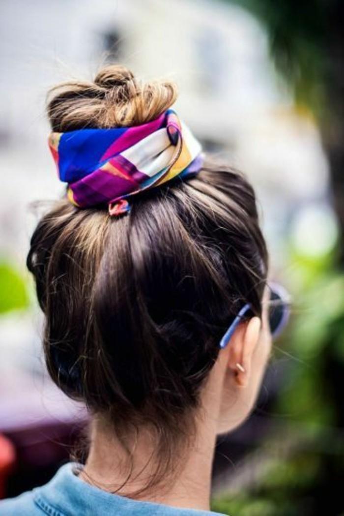 bunten-Schal-als-Haaraccessoire-verwenden