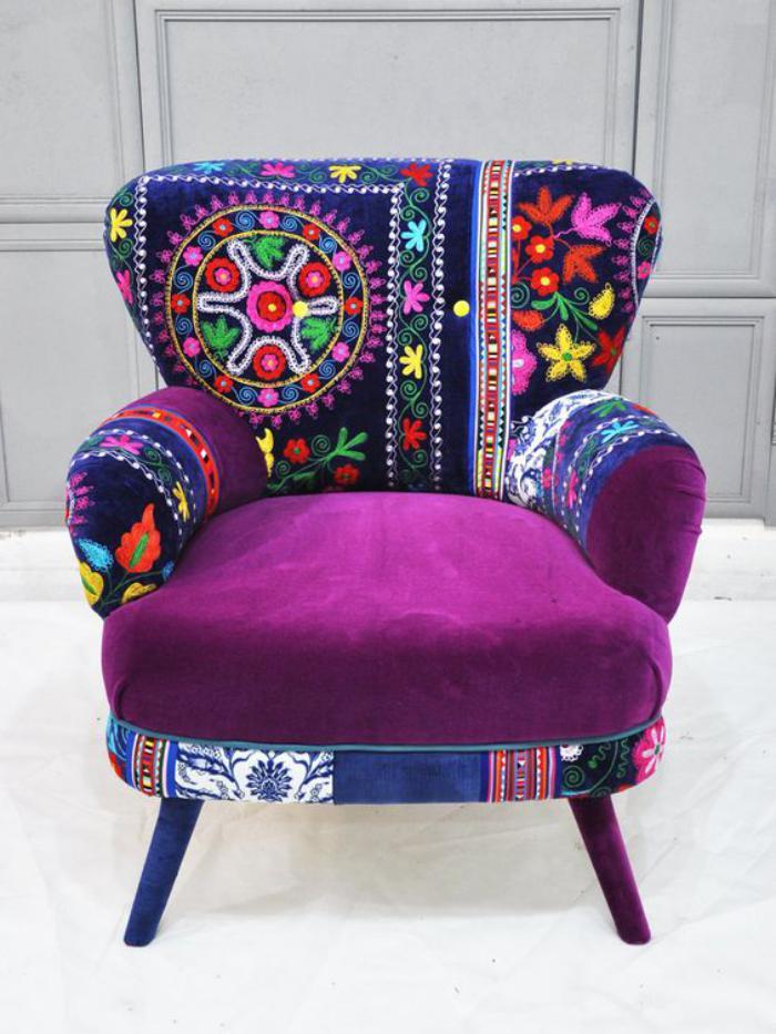 bunter-Sessel-mit-indischen-Motiven