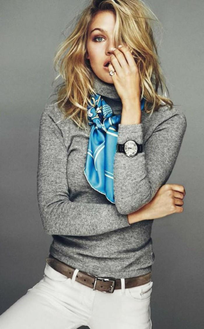 casual-Look-mit-blauem-Schal