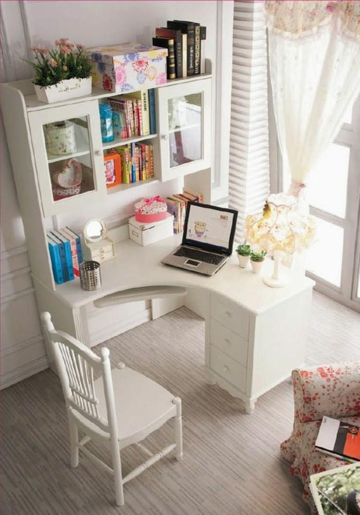 computertisch-zu-einem-modernen-Wohnzimmer