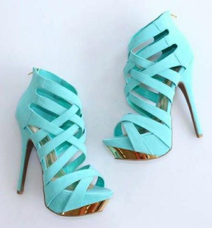 coole-Damen-Sandalen-in-türkis-Farbe