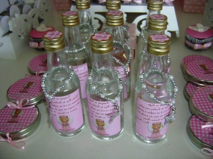 deko-für-taufe-sehr-kreative-flaschen-mit-armbändern-dekoriert