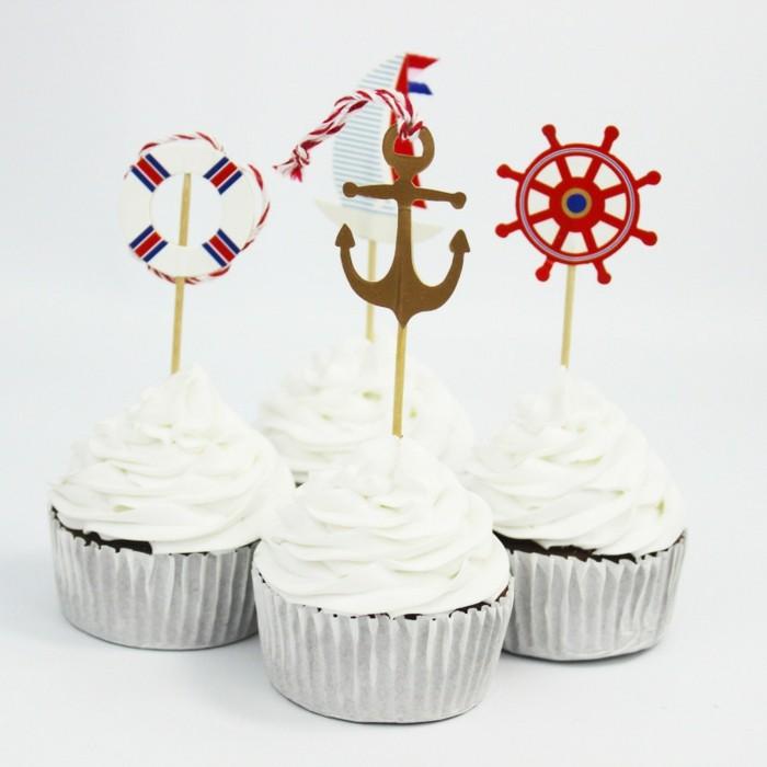interessante cupcakes - kreative deko zur taufe - weißer hintergrund