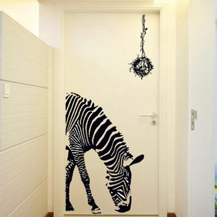 dekoration-flur-ein-gebeugtes-zebra