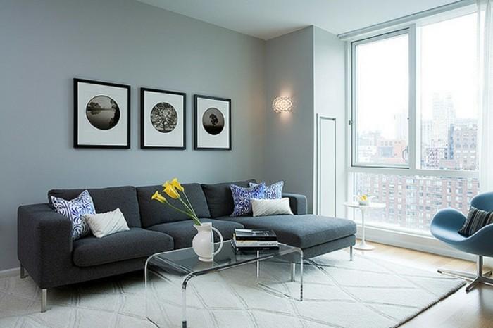 effektvolle-wand-deko-ideen-fürs-wohnzimmer-drei-bilder-große-glaswände