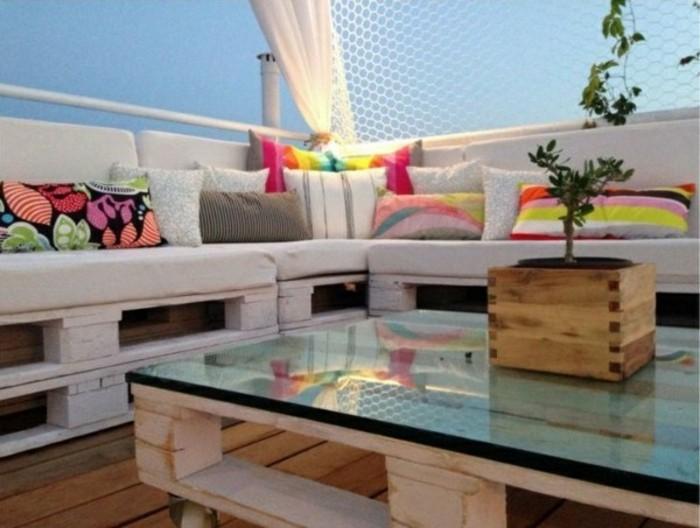 effektvolles-modell-sofa-aus-europaletten-tolle-möbel-selbst-bauen