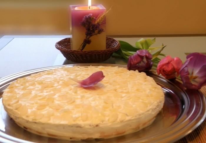 einfache-Tortenrezepte-mit-Marzipan-Blättern